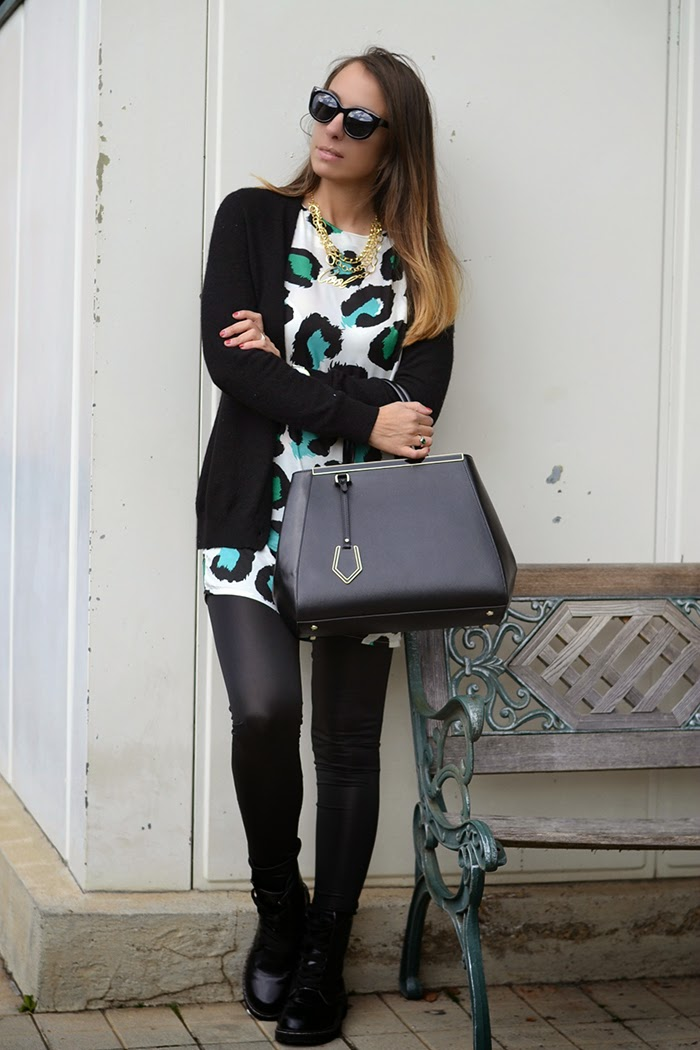 leggings ecopelle outfit