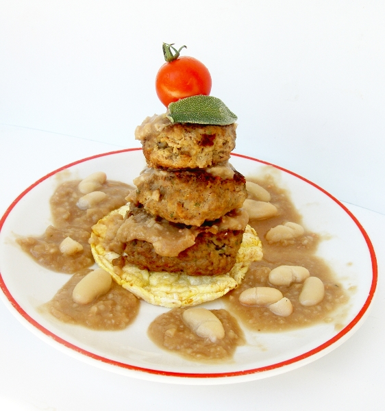 mini polpette o hamburger con fagioli cannellini, salvia e crema di balsamico