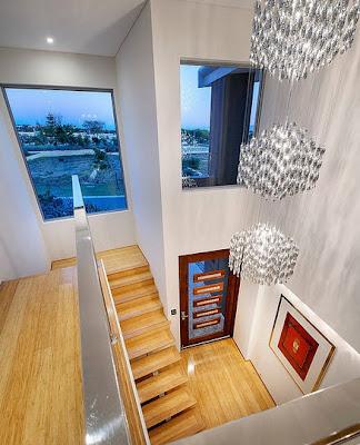 Diseño de interiores de casa contemporánea acceso principal