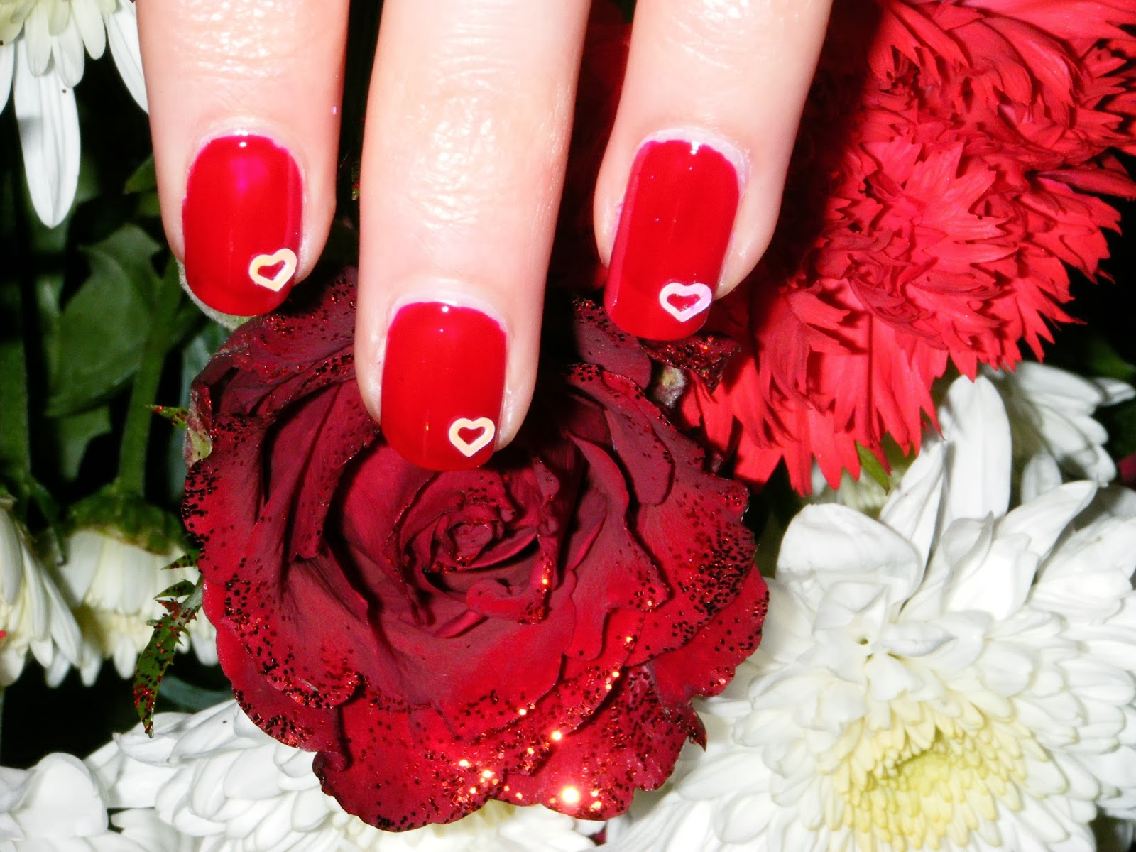 GOT-valentines-red-heart-flowers-nails