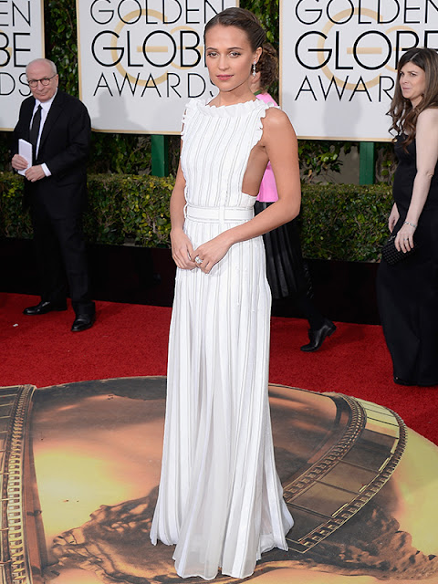 Alicia Vikander stuns in a white gown at the Golden Globes 2016