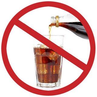 En lugar de consumir bebidas azucaradas, café, alcohol, cambia por agua