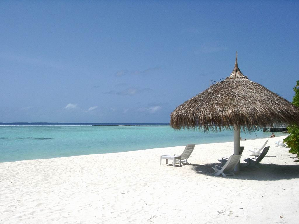 http://2.bp.blogspot.com/-H5U1yKEOi_k/TnpGd92eGPI/AAAAAAAABF8/DxztNuEMTlY/s1600/maldives%2Bbeach_1.jpg