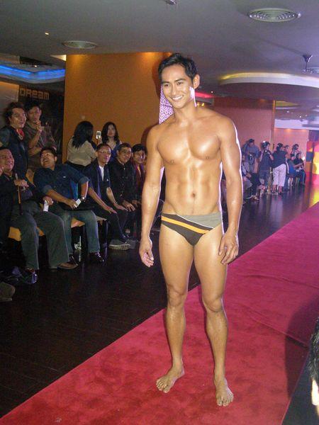2011 - 2012 | Manhunt - Mister International - Mister Universe Model | Hawaii - USA | Rhonee Rojas Usa