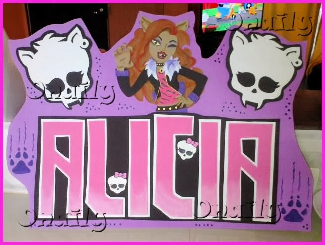 Onaily: NOMBRE DECORADO DE MONSTER HIGH