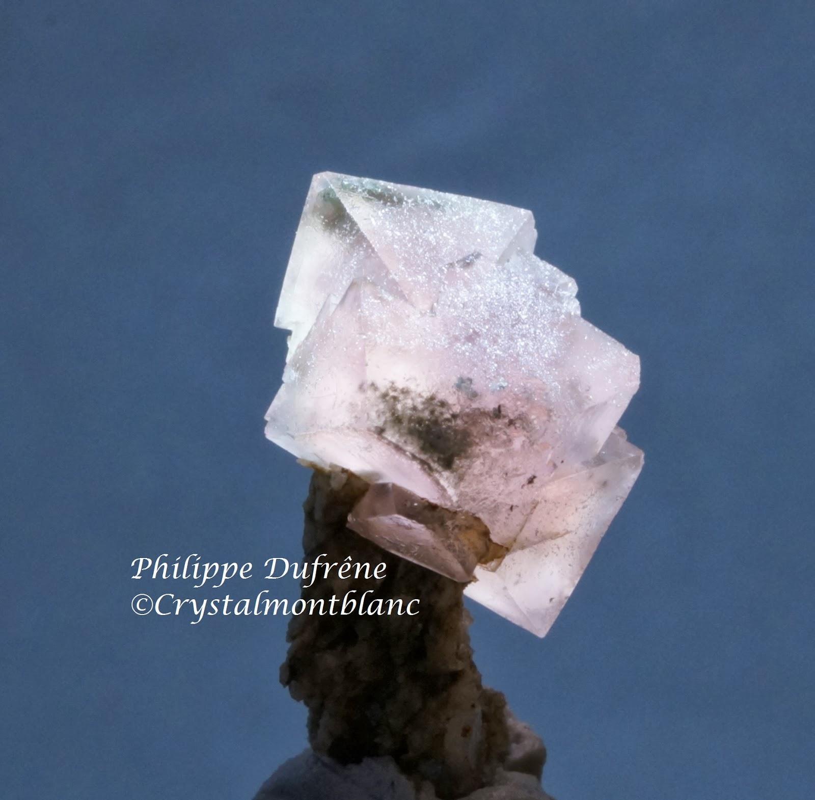 cristal de fluorine rose trouvé à Talèfre, Mont-Blanc