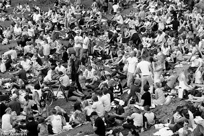 public space, place, people, lots of people, mycket folk, massor av folk, allmän plats, studenter, vanligt folk, människor, så många människor har du aldrig sett på en och samma bild, inte så att du kan urskilja var och en i alla fall, foto anders n, göteborg