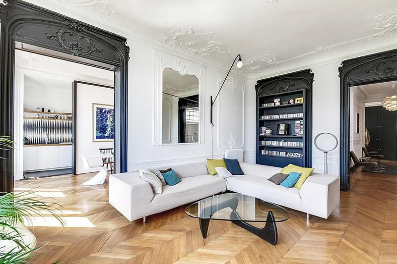 Un appartement haussmannien moderne et design blog d co for Interieur haussmannien