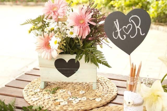 revistero personalizado para bodas y corazón pizarra