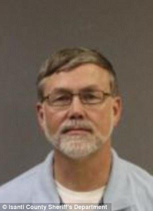 Pastor Ryan Jay Muehlhauser, 55, foi acusado de oito acusações de conduta sexual criminosa (Foto: Reprodução/Daily Mail)