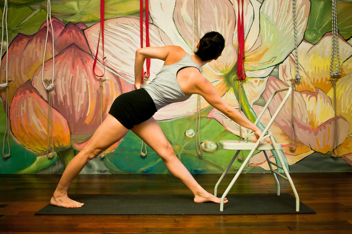 Yoga iyengar barcelona bogatell abril 2014 for Sillas plegables para yoga