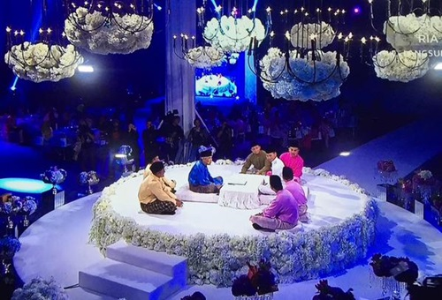 Gambar Pernikahan Syawal & Fiqa (Pelamin Fantasia), foto kahwin juara Pelamin Fantasia 2015 Syawal & Fiqa, gambar dewan kahwin tema modern garden wedding, gadis bisu pemenang pelamin fantasia