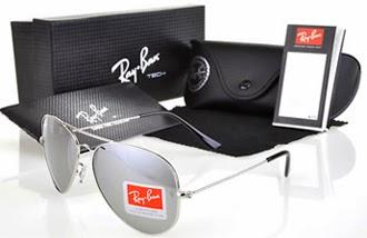 3c0514ffb Nos anos de 1940 surgiram os óculos com lentes degrade espelhadas. Na  década de 1950 o produto foi posicionado junto ao público não somente como  um fator de ...