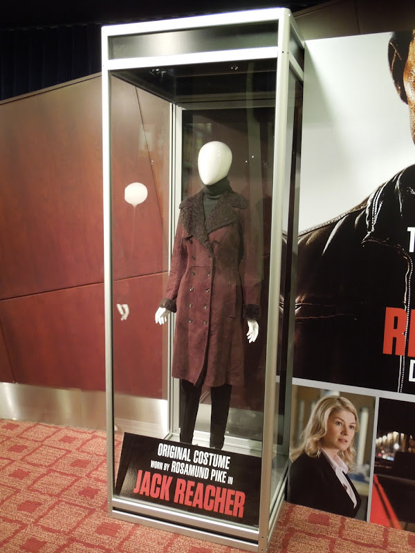 Rosamund Pike Jack Reacher movie costume