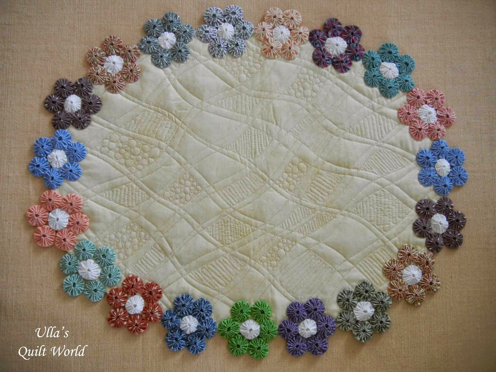 How to make a fabric table cover - I Have Cut Out The Fabric Circles 6 5 Cm Or 2 5 I Have Not Used Clover Yoyo Maker Free Motion Quilting I Haven T Use Any Pattern Or Draw The Lines