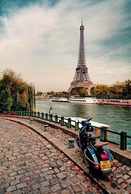 Scooter in Paris
