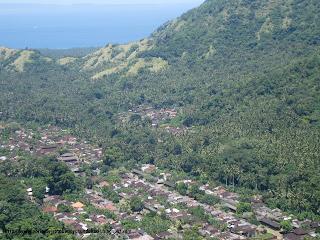 Desa Teganan terlihat dari jarak jauh