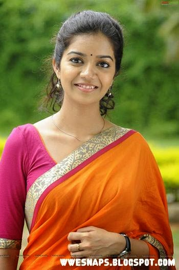 Actress swathi reddy gorgeous in saree and modern dress wwe snaps