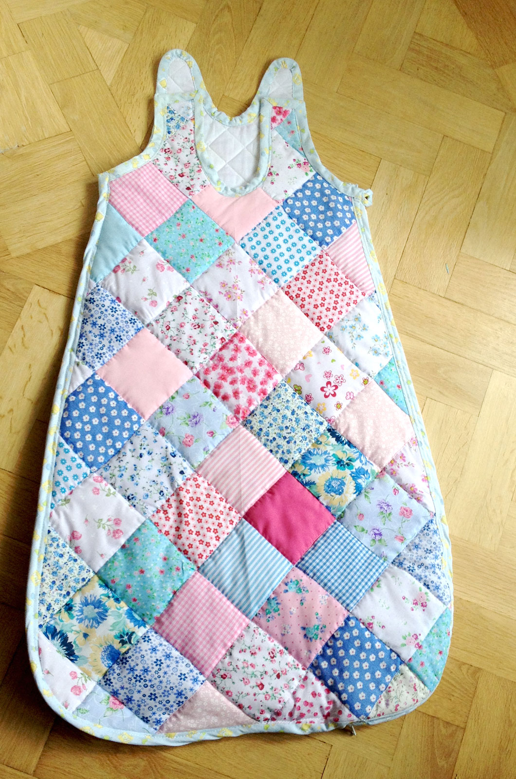 new grandma wants to sew a quilted baby sleeping bag. Black Bedroom Furniture Sets. Home Design Ideas