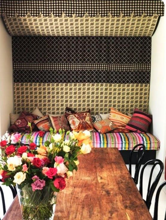 تصميمات رائعه لغرف المعيشه المغربيه  Exquisite-moroccan-dining-room-designs-14-554x734
