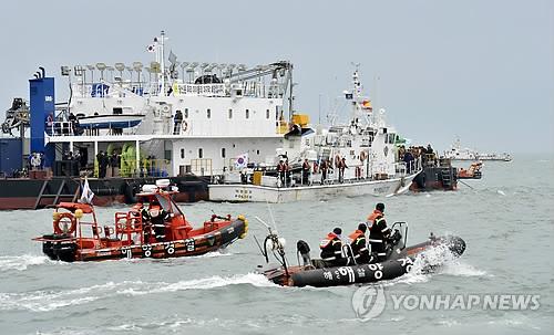 Operaciones de búsque de víctimas del naufragio del ferri Sewol