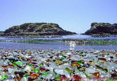 Pantai unik dan cantik penuh pecahan kaca