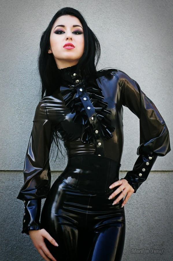marilyn yusufs passion for latex classy smoky black