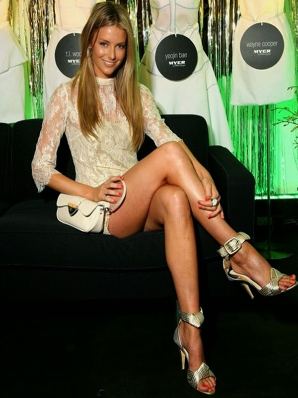 jennifer hawkins feet