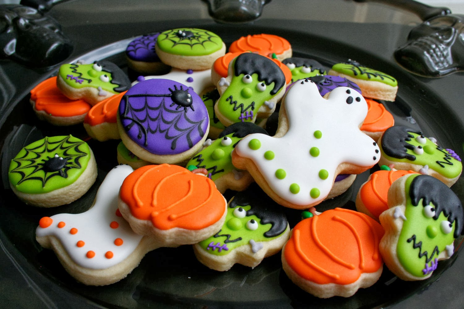 halloween partys are the best it is a time when you can eat all the sweets you want why not give cookie favors at your next party instead of the same old