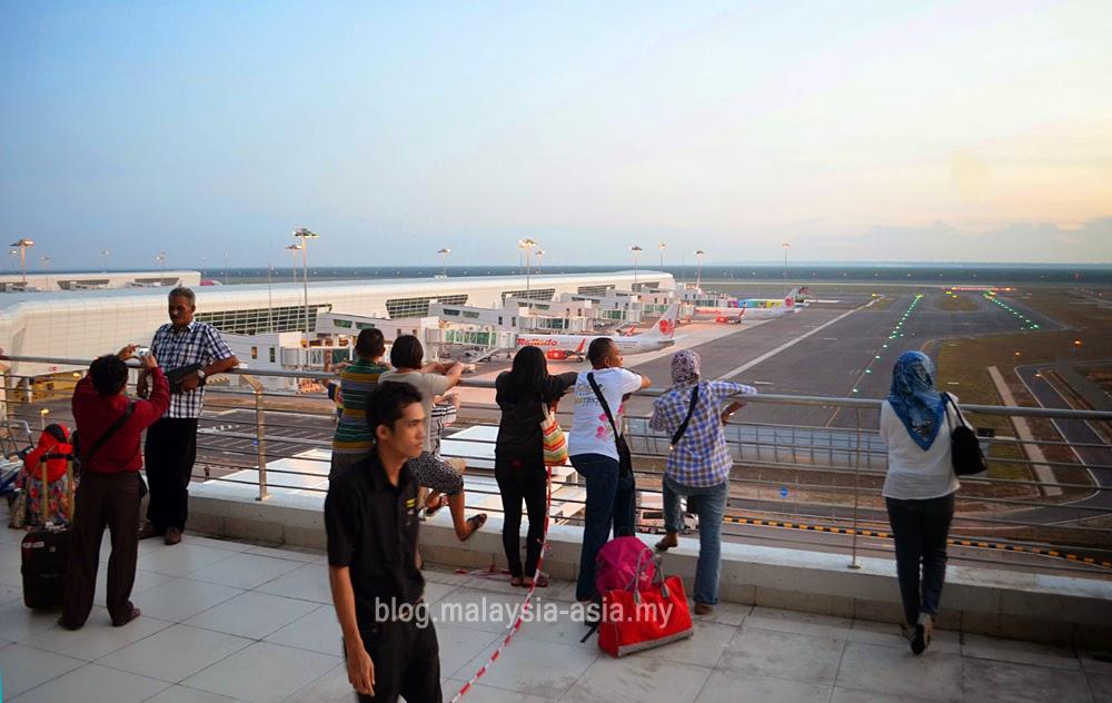 plane viewing area at klia2