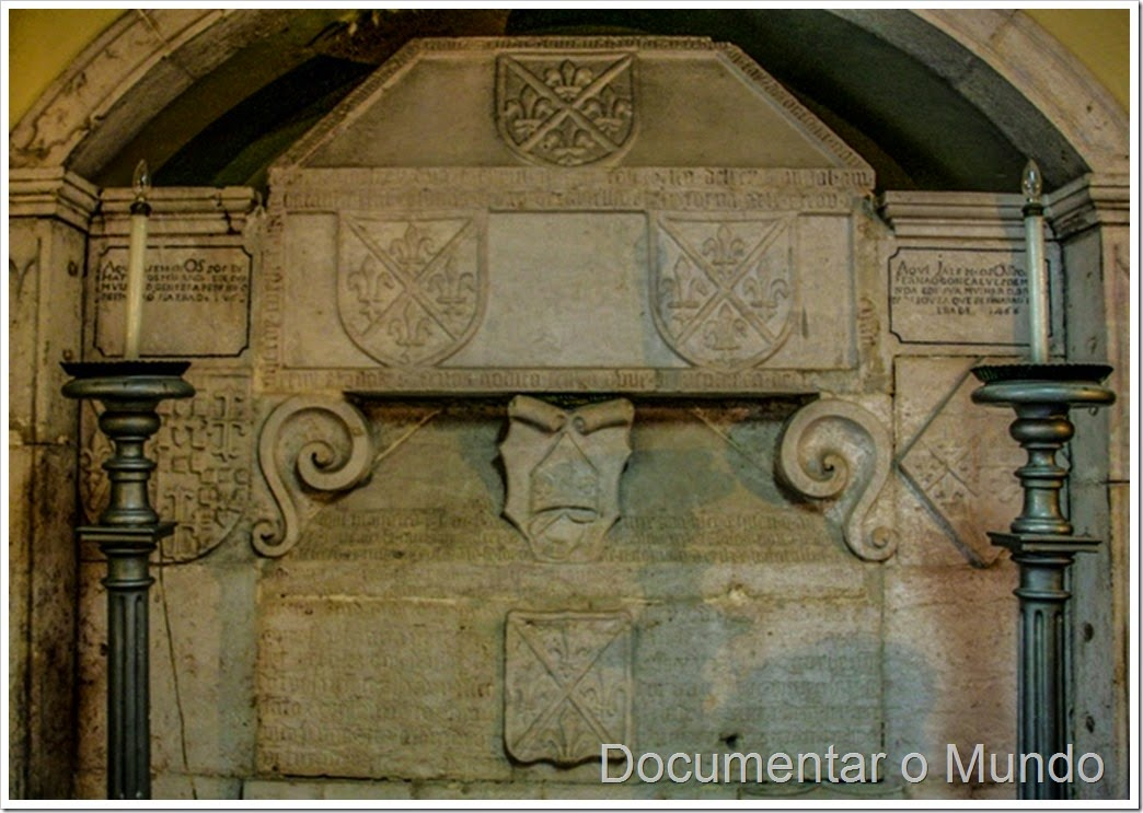 Túmulos da capela dos Miranda; Igreja Paroquial de São Cristóvão; Mouraria
