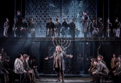 Carl Tanner & ensemble - Samson et Dalila - Grange Park Opera - photo credit Robert Workman