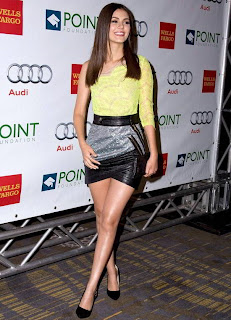 Victoria Justice legs in sexy skirt photo