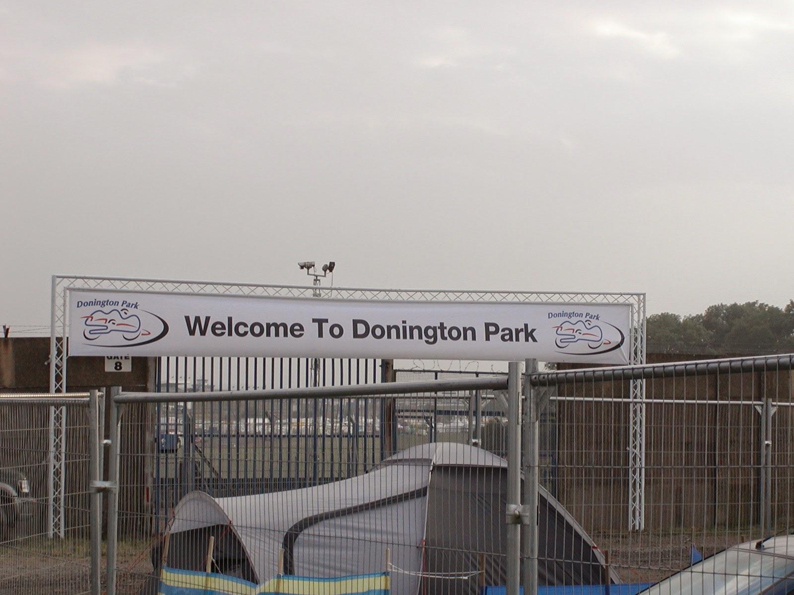 entrada al circuito de Donington Park