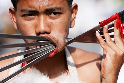 Aksi Ngeri Dan Pelik Penduduk Thailand Sempena Hari Vegetarian
