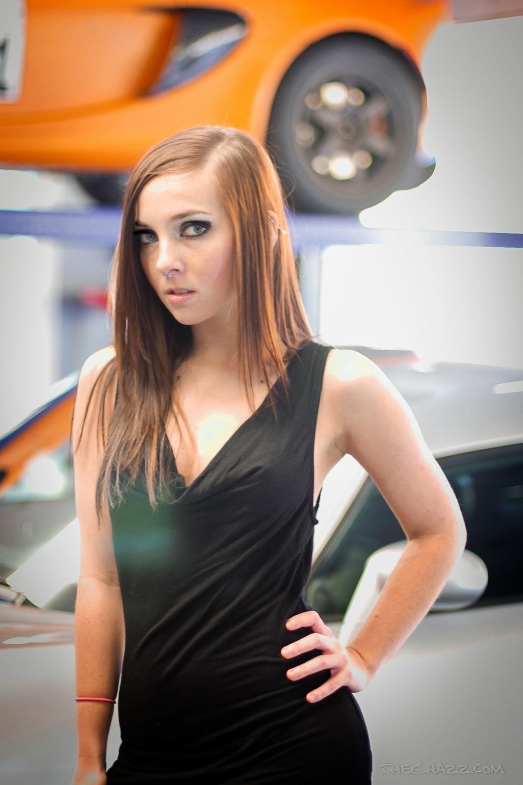 model cantik chasity h beradu sexy dengan mobil exotic