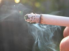 pepelnatosiv okus sveta │ moški ki ga srečam v baru │ deli potem cigareto z menoj