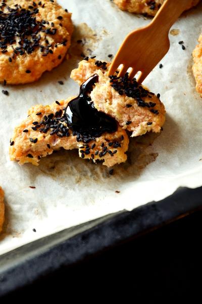 hamburger di salmone e sesamo nero