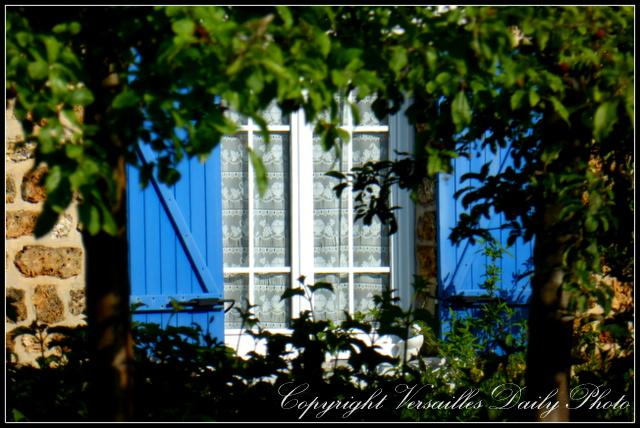 Prés aux Bois blue window Versailles