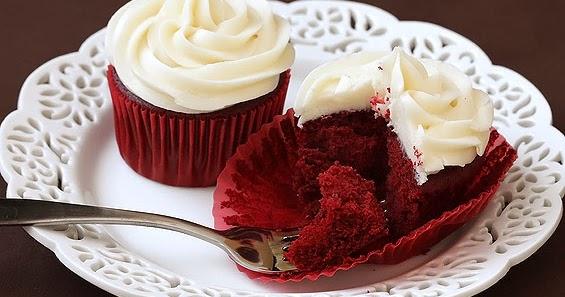 Bake, eat, love.: Ravishing red velvet cupcakes with cream cheese ...