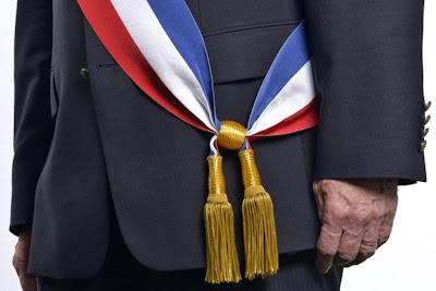 http://www.la-croix.com/Actualite/France/Etre-maire-attraits-et-pesanteurs-2013-12-26-1081270