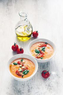 http://www.seriousaboutfood.fr/gaspacho-classique-de-tomates-et-de-concombre/