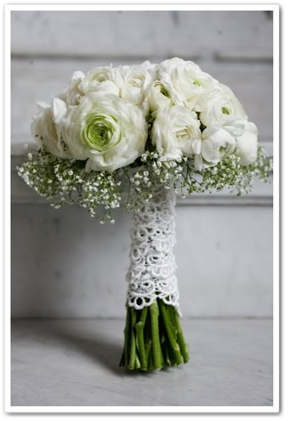 brudbukett vita ranunkler, vit brudbukett, ranunkler brudslöja, brudbukett brudslöja, white wedding bouquet, ranunculus wedding bouquet, baby's breath bouquet, baby's breath wedding bouquet