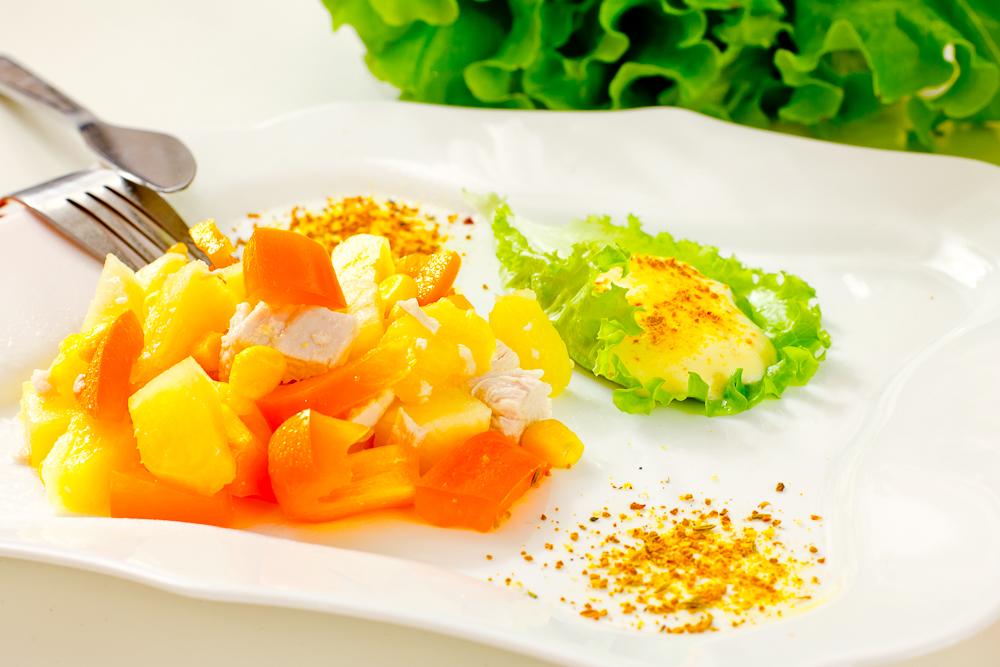 Салат из курицы с ананасом