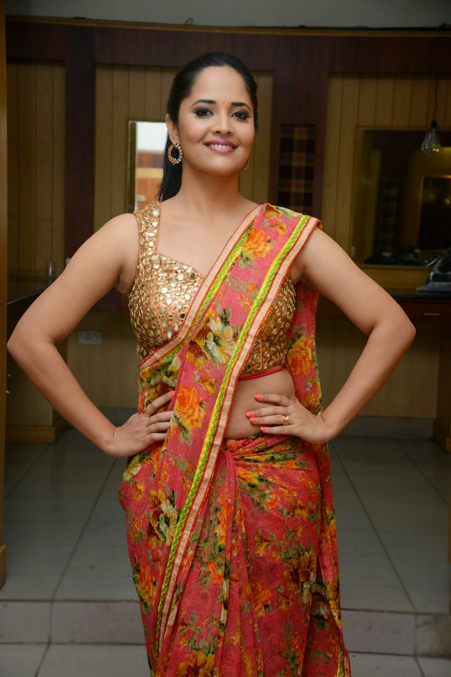 anasuya sizzling saree stills-HQ-Photo-11