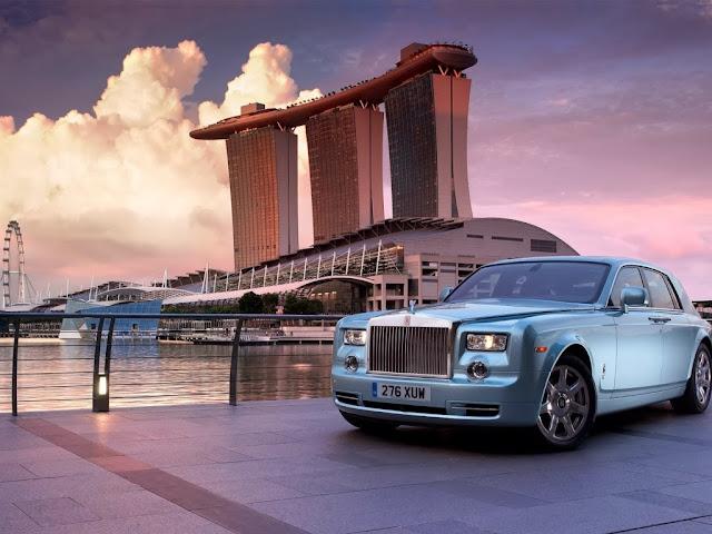 "<img src=""http://2.bp.blogspot.com/-HAiCV_CGH0I/UtQOzoPhy1I/AAAAAAAAH0k/4IvyIq_Rg34/s1600/rolls-royce-2012.jpeg"" alt=""Rolls Royce wallpapers"" />"