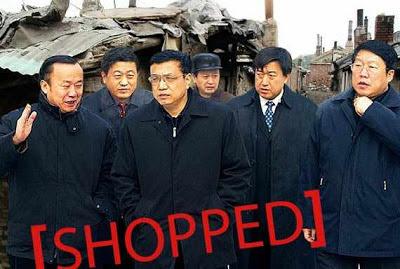"""Primeiro-ministro Li Keqiang """"visitando uma favela"""""""