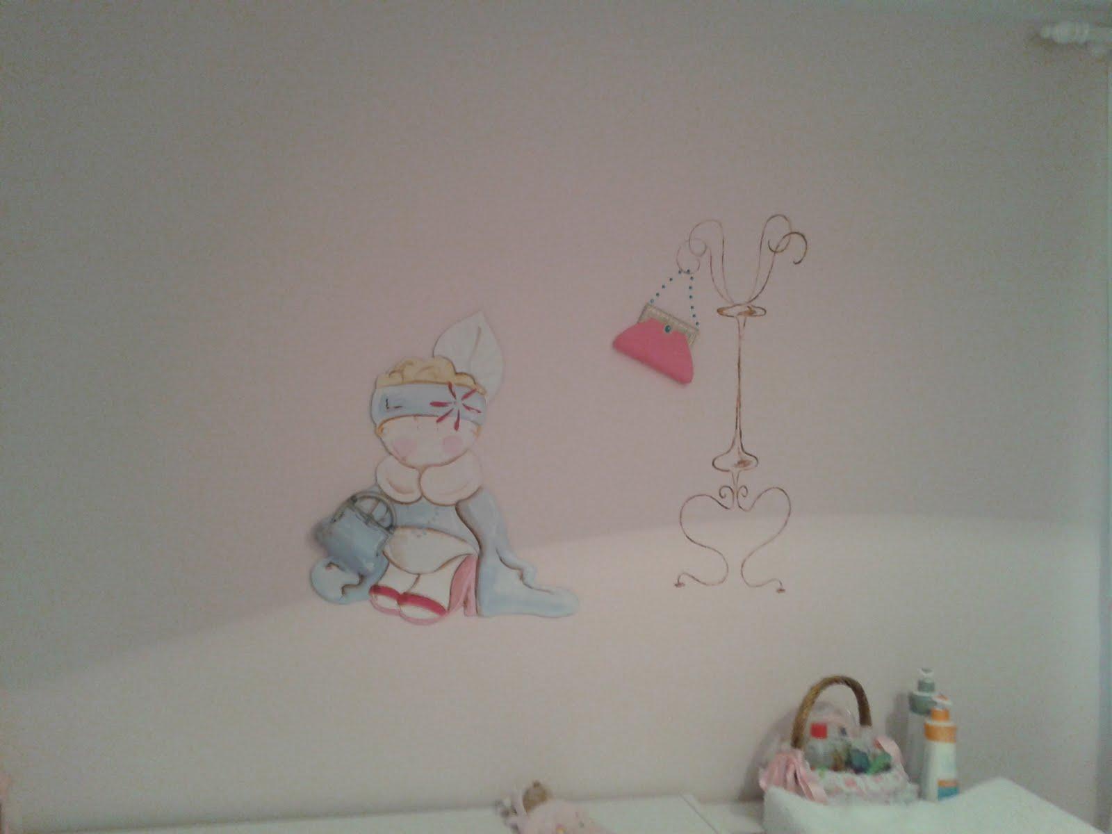 Des murs enchant s chambre bebe peinture murale d 39 une for Chambre bebe peinture murale