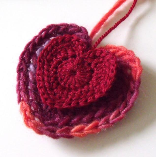 crochet patterns, hearts, heart garlands, heart motifs, heart bunting,