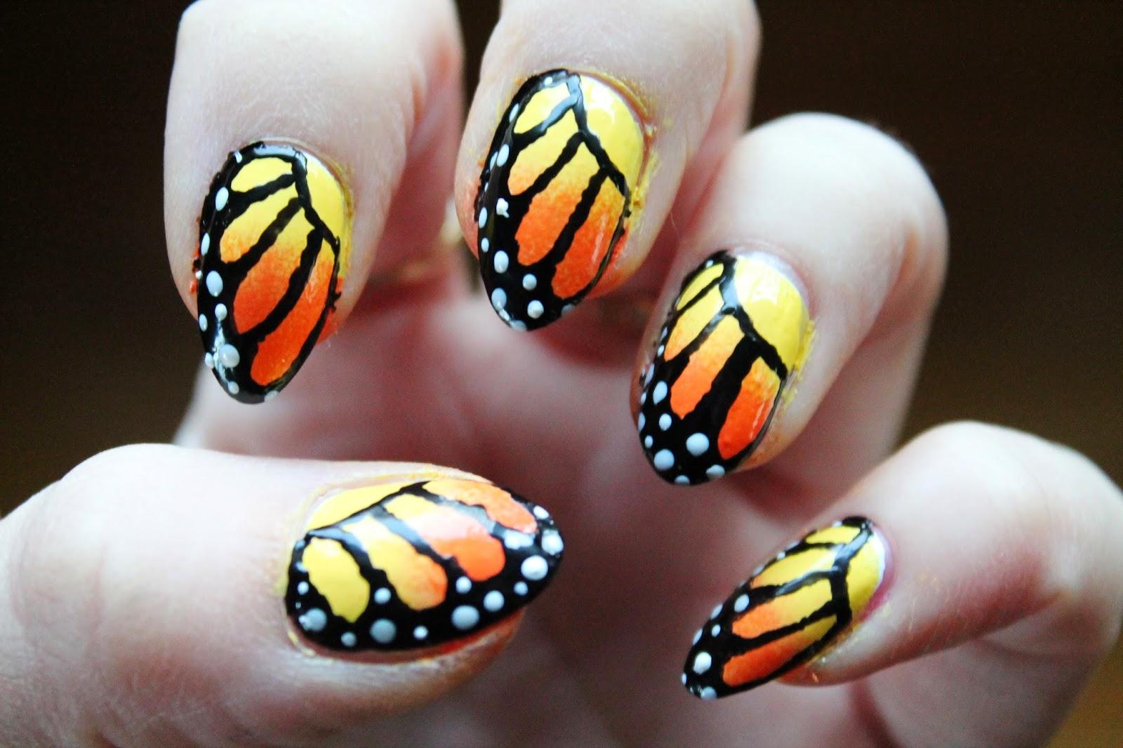 Маникюр с рисунком бабочка